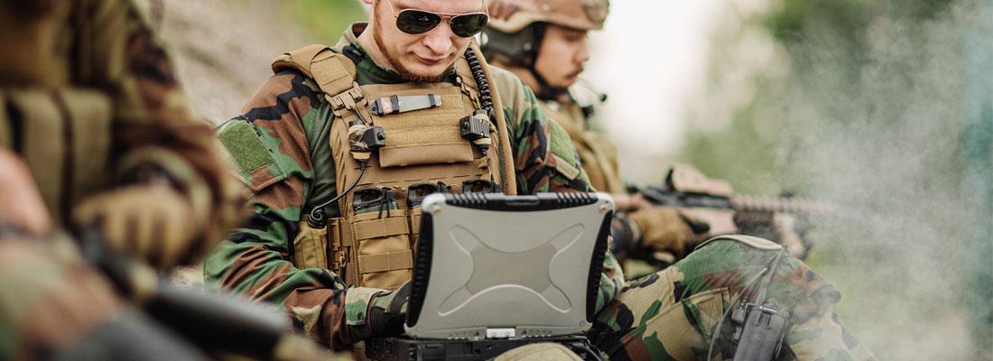 Avec les différentes activités professionnelles et de loisirs, les équipements et tenues militaires connaissent actuellement un succès dans les magasins en ligne.